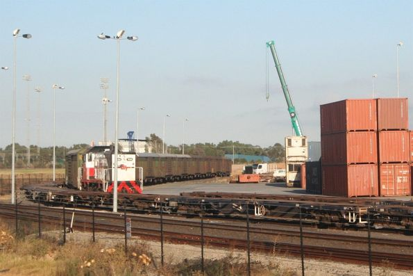 T404 shunting ABFY wagons along a siding, to be lifted off the tracks for storage