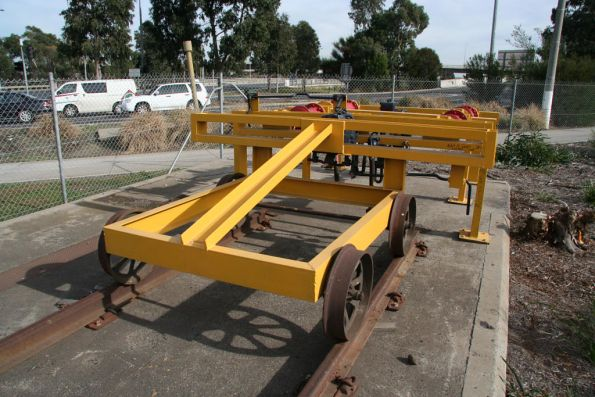 Rolling wagon for autocouplers