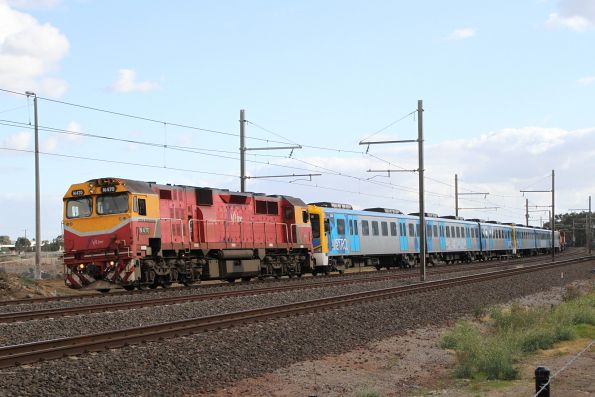 N470 leads the recovery train through Paisley
