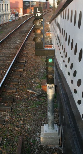 LED co-acting signal at Richmond platform 10