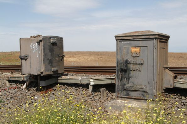 'VR Signal Department' on signalling cabinets between Albion and Ginifer