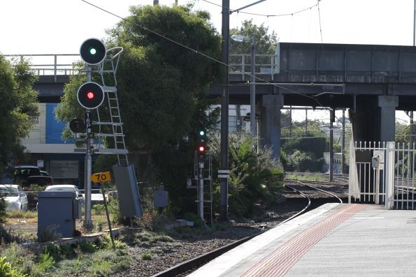 Co-acting signals 16 and 16P at the up end of Oakleigh