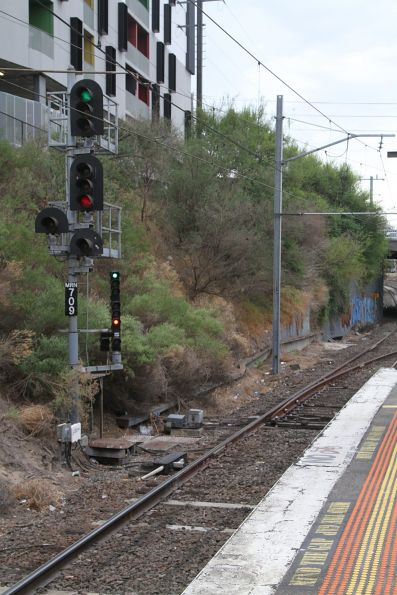 Signal MRN709 with co-actor at the up end of Moorabbin platform 1
