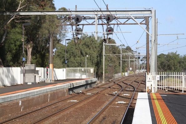 Signal 22 and 26 at the down end of Werribee station platform 2 and 3
