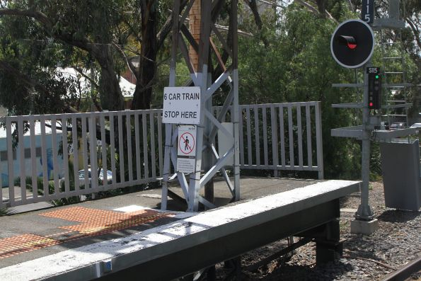 '6 car train stop here' sign beside signal S115 for down trains at Collingwood