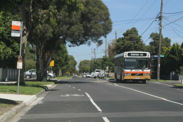 Sita high floor bus 2397AO on route 432 in Spotswood