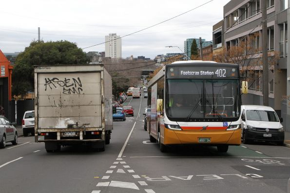 Sita bus BS01ZK heads west on route 402 at Kensington