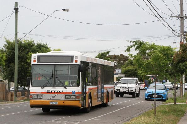 Sita bus #51 5984AO on route 428 heads along Hampshire Road bound for Sunshine station