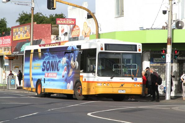 Sita bus #113 7927AO on route 472 at Footscray station