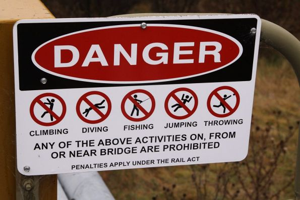 Warning sign on the Thredbo River bridge
