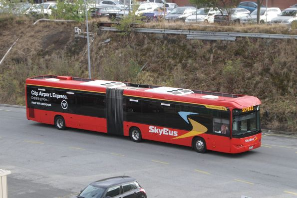 SkyBus articulated bus #87 9028AO arrives at Southern Cross