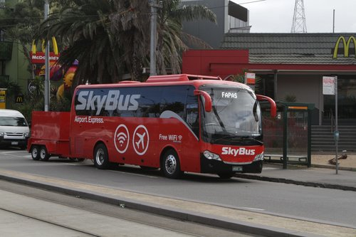 SkyBus coach BS00AU with trailer at St Kilda