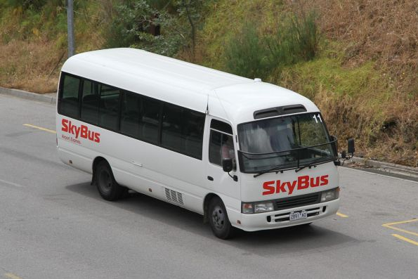 Skybus hotel shuttle #11 2891AO arrives at Southern Cross Station