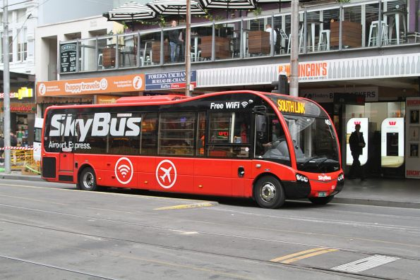 Skybus #40 BS01DG on the 'South Link' hotel shuttle service at Elizabeth Street and Flinders Lane