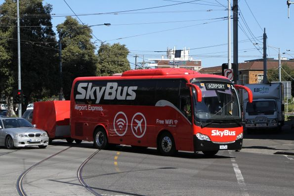 SkyBus Melbourne 7953AO airport bound from the Mornington Peninsula at Kings Way and Sturt Street