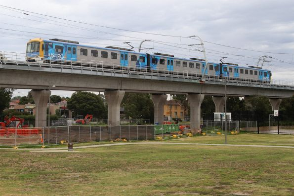 Siemens 808M leads a 3-car train into Noble Park on the down