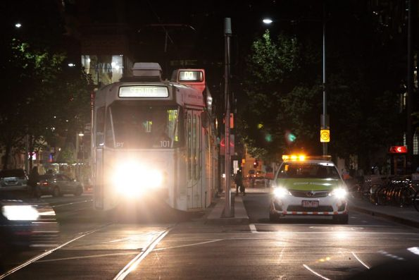 Z2.101 makes a second attempt to turn from Swanston into La Trobe Street