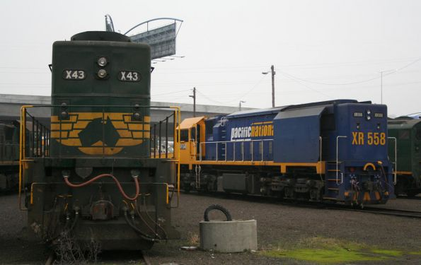 X43 and XR558 at the South Dynon broad gauge turntable