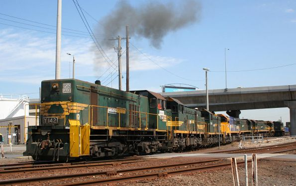 Y142 shunts T399, T388, XR551, X42, X43 and X47 at South Dynon