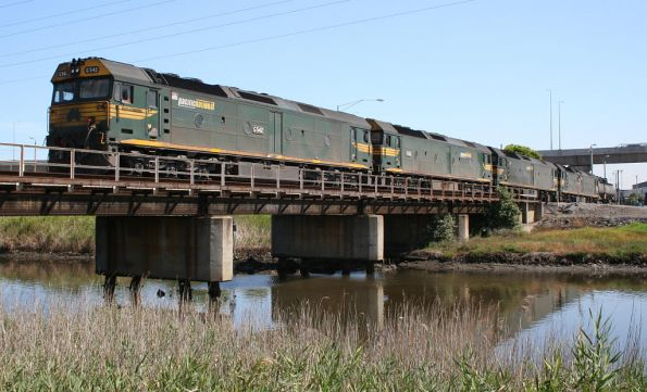 G542 and three classmates along with the fuel tanker arrive at South Dynon off the SCT train