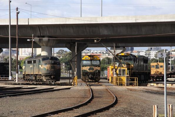 A81, G525 and XR552 around the BG turntable at South Dynon