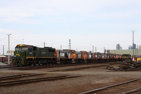 XR553 leads the Y class locomotives on 'rotten road' at South Dynon