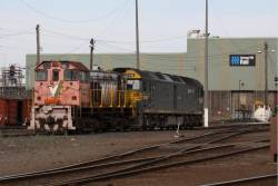 Y124 with G542 out the back of South Dynon