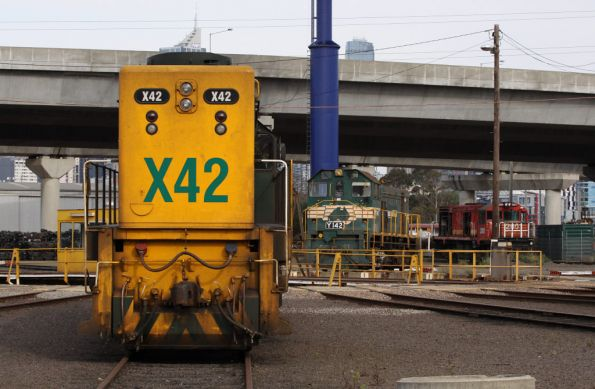 X42 and Y142 around the BG turntable at Dynon, Tasrail 2001 in the background