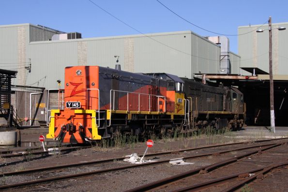 Stange bedfellows - El Zorro Y145 coupled to Pacific National's X49 out the back of South Dynon