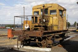RT39 parked beside the broad gauge turntable at South Dynon