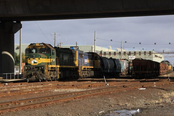 X49 and X41 stabled at South Dynon, in front of Y168 and some El Zorro grain wagons
