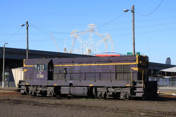 T320 stabled beside the BG turntable at South Dynon