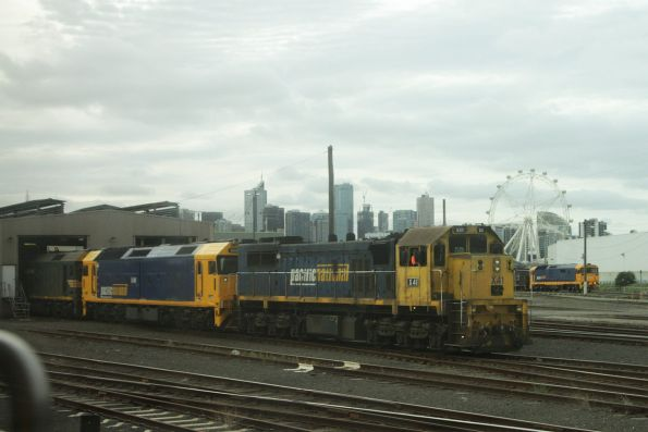X41 and two G classes shunt around the back of South Dynon