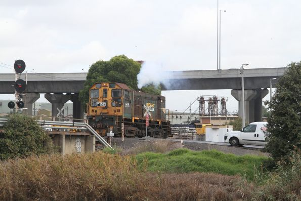 Y152 departs light engine from the SG turntable at South Dynon