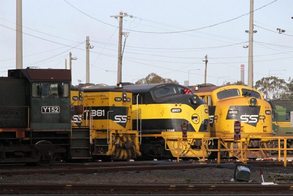 Y152, T363, T381, GM27 and GM22 stabled at the South Dynon standard gauge turntable
