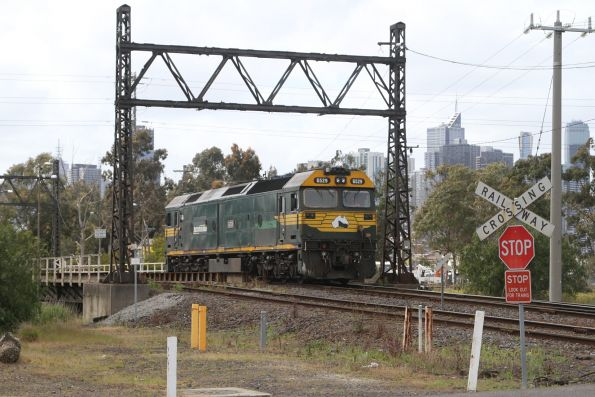 G529 arrives light engine at South Dynon