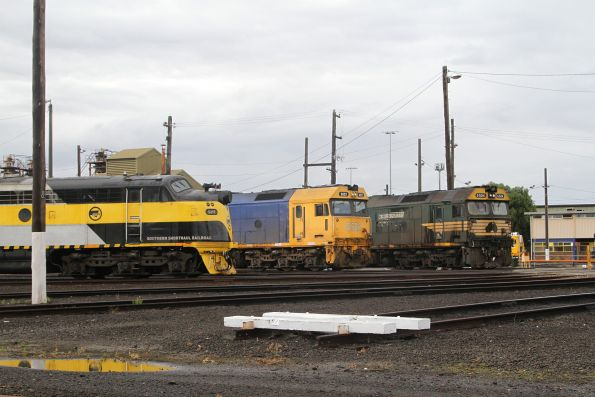 S317, G522 and G524 stabled beside the broad gauge turntable at South Dynon