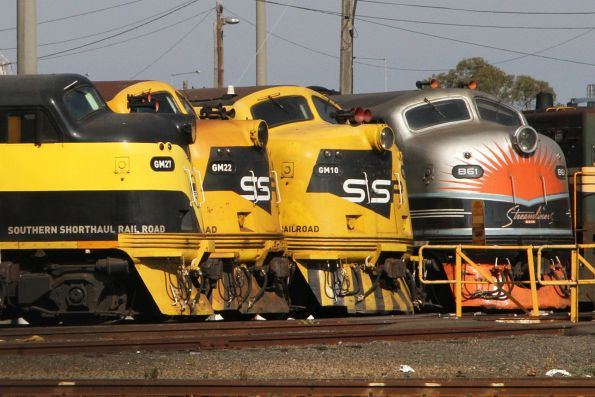 GM27, GM22, GM10 and B61 stabled at the standard gauge turntable at South Dynon