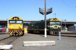 G541 and G539 stabled around the South Dynon broad gauge turntable