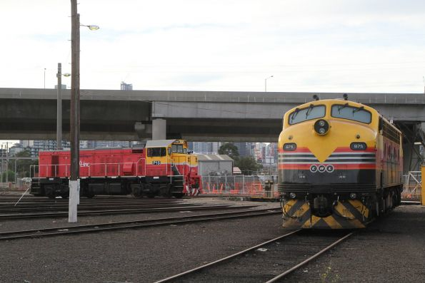 V/Line P15 alongside SSR B75 at South Dynon