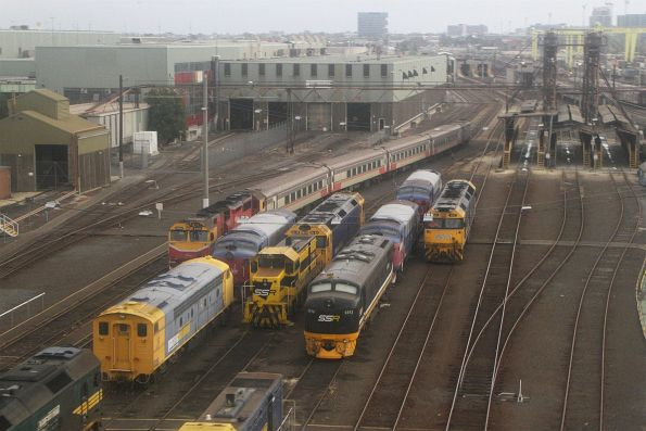 SSR locomotives S312 and a T class stabled beside Pacific National S306, G541 and the stored V/Line A classes