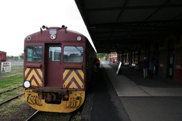 Redhen 402 in the platform at Korumburra