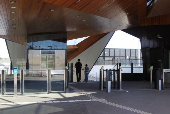 Main entrance to the platform at South Morang