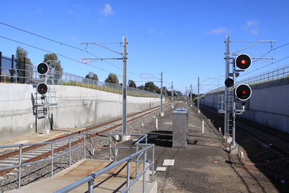 Signals SMG163 and SMG153 at the up end of South Morang