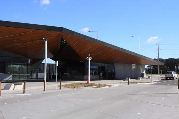 Main entrance to South Morang station