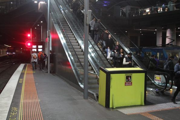 Escalator to Southern Cross platform 9/10 is still out of service