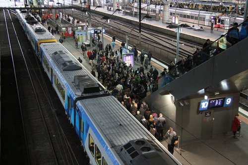 Congestion at Southern Cross platform 9 and 10