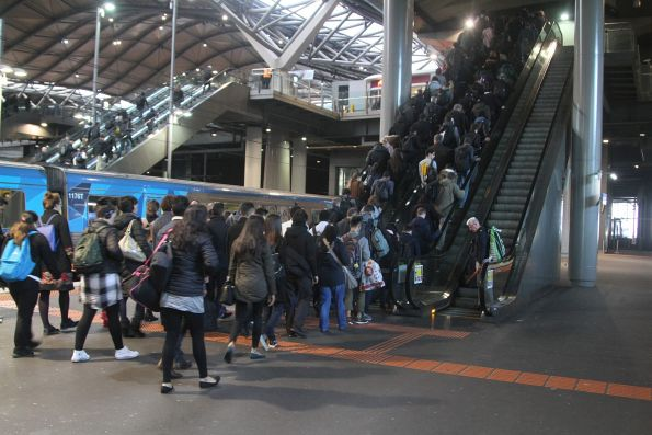 Congestion at Southern Cross platform 13 and 14