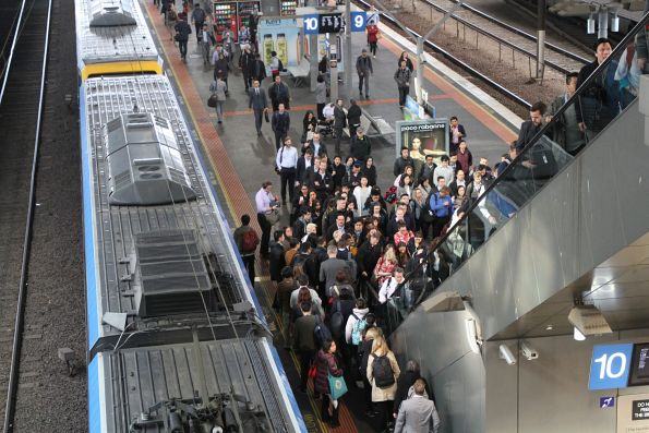 An escalator to Southern Cross platform 9 and 10 failed in morning peak