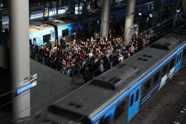 'Normal' crowd waiting to exit Southern Cross platform 13 and 14